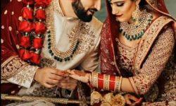 wedding couple poses pakistani